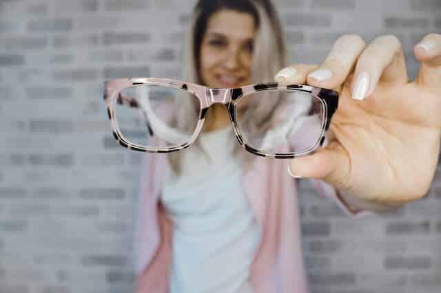 Comment choisir la monture de lunettes de vue appropriée à votre visage ?
